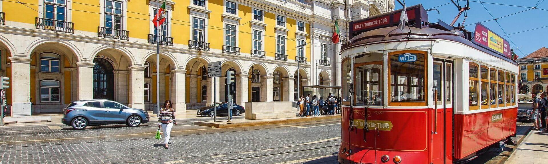 Klassenfahrt Lissabon elektrische Straßenbahn