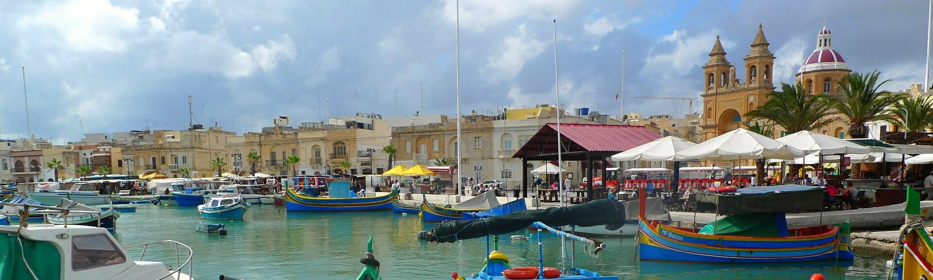 Klassenfahrt Malta Fischerboote am Hafen