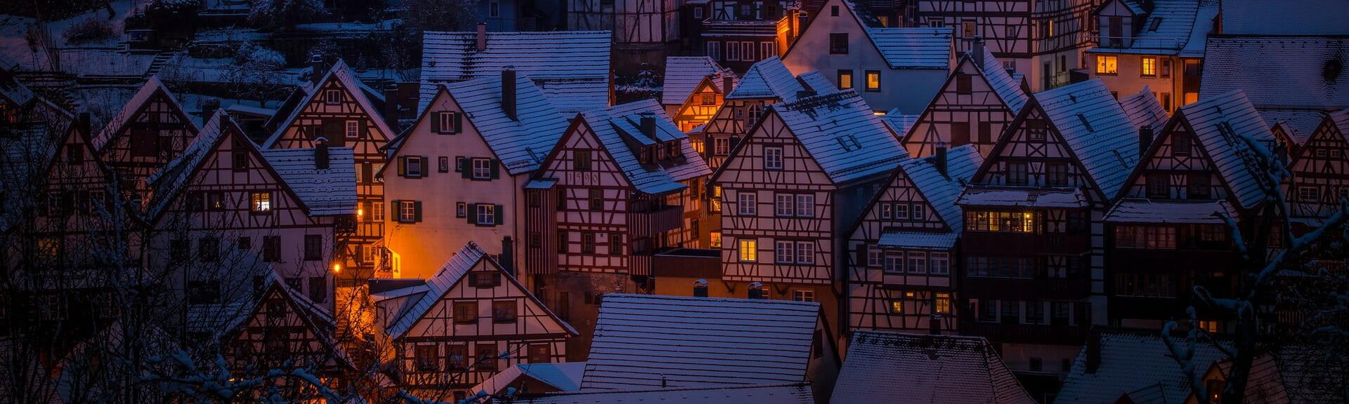 Klassenfahrt Schwarzwald Fachwerkhäuser bei Nacht