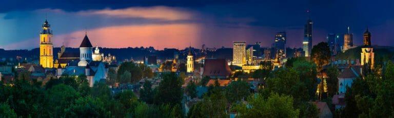 Klassenfahrt Vilnius Altstadt bei Nacht