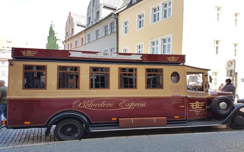 Klassenfahrt_Weimar_Belvedere_historischer Bus