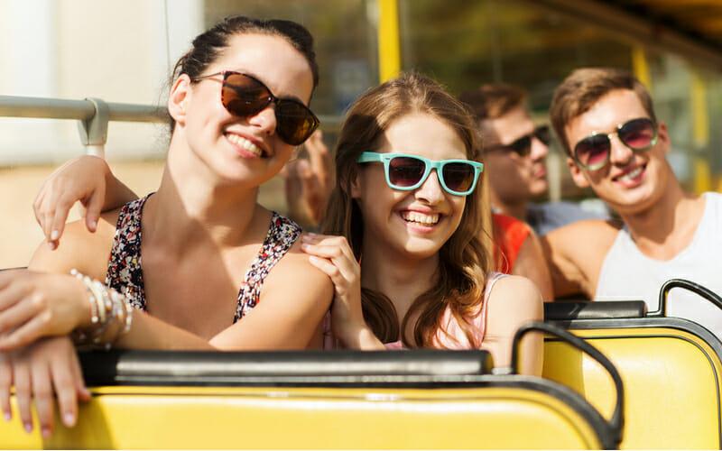 Personen im Bus